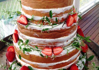 16072016-Wedding-Naked-Cake-Strawberries