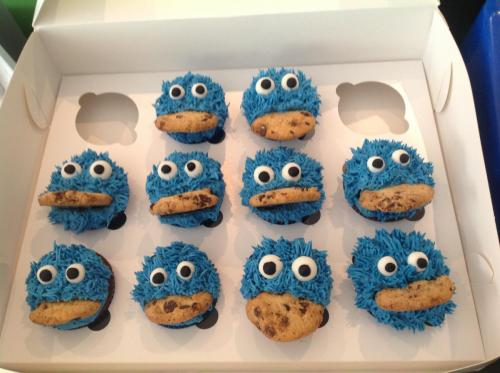 Blue cookie monster cupcakes