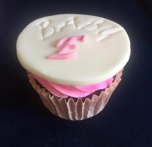 Baby Shower pink cupcakes