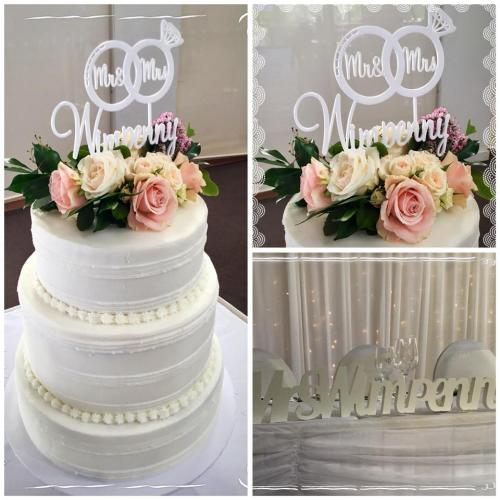 Wedding cake 3 tiers buttercream and fresh roase